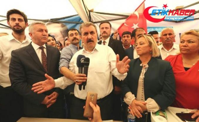 Destici: Türk hukuk sistemi Demirtaş'ı yargılamayıp, madalya mı takacaktı?