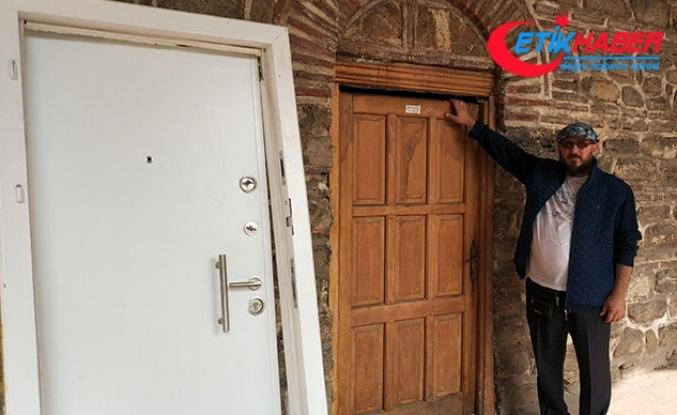 Tarihi Pirinç Han'daki çelik kapı söküldü