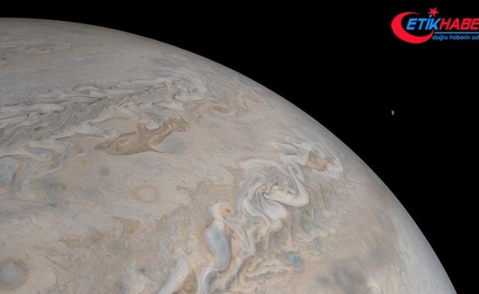 Jüpiter'deki dev kasırgalar görüntülendi