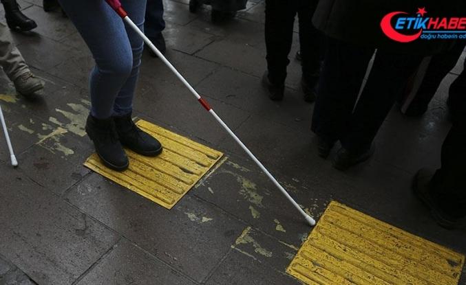 Görme engellilerden 'sarı çizgi' çağrısı
