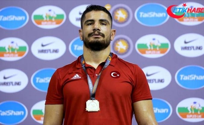 """Milli güreşçi Taha Akgül'den spor kamuoyuna """"futbol"""" eleştirisi"""