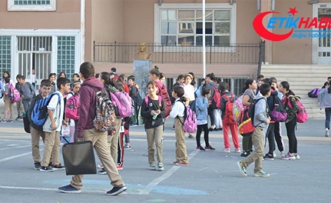 Depremin ardından öğrenciler okullarına döndü