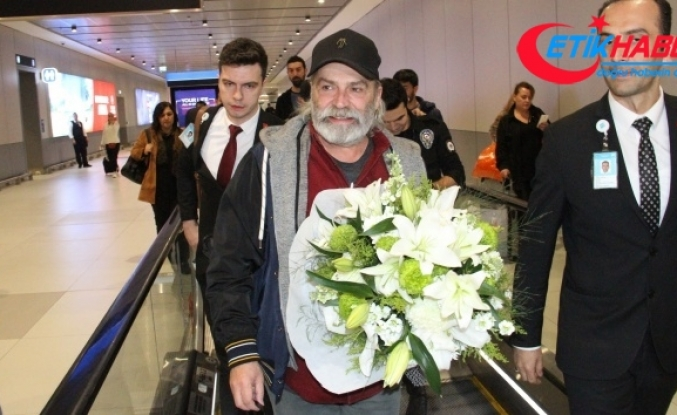 Emmy Ödülleri'nde 'En İyi Erkek Oyuncu' ödülünü alan Haluk Bilginer İstanbul'a geldi