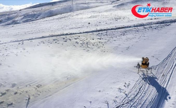 Erciyes Dağı'nda 45 bin metreküp yapay kar üretildi