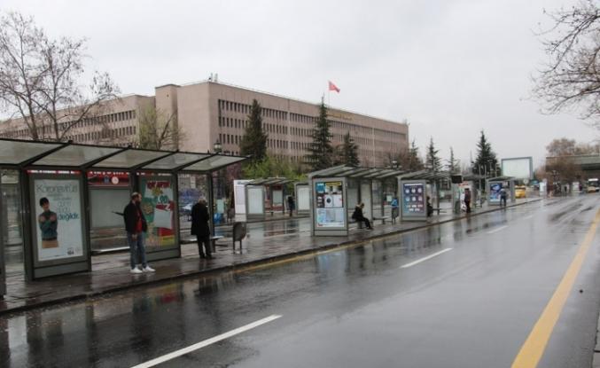 Ankara'da korona etkisi: Meydan, cadde, sokak ve parklar boş kaldı