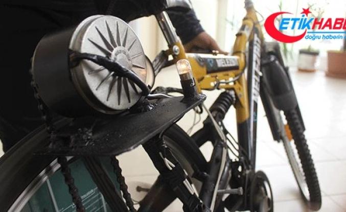 Liseli öğrenciler kendi kendini şarj edebilen elektrikli bisiklet üretti