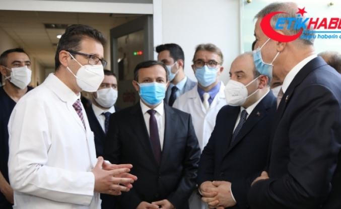 Bakan Akar ile Bakan Varank, ERÜ'nün Covid-19 aşısı hakkında bilgi aldı