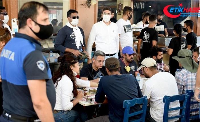 Hint sinemasının ünlü aktörü Aamir Khan, Adana'da hayranlarıyla bir araya geldi
