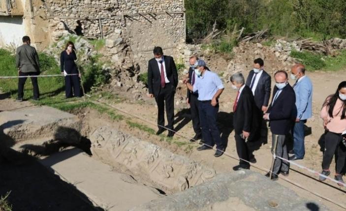 Aizanoi Antik Kenti'ndeki kazılarda agoranın giriş kapısına ulaşıldı