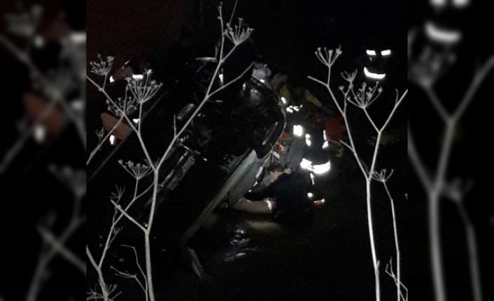 Polis otosu dereye uçtu: 1 şehit, 1 kayıp