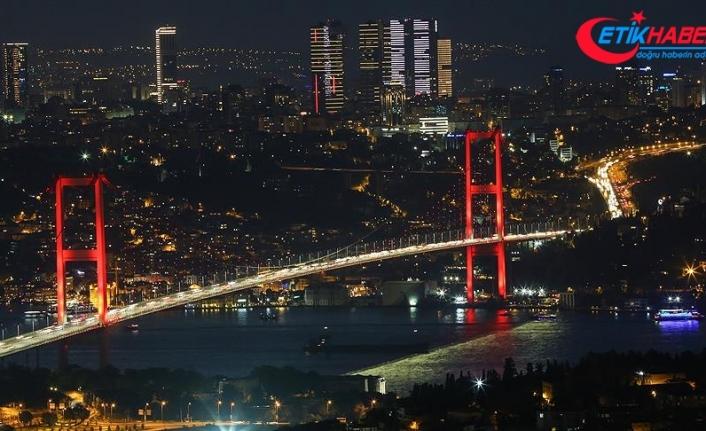 15 Temmuz Şehitler Köprüsü'nde ışıklar 'özel sporcular' için yandı