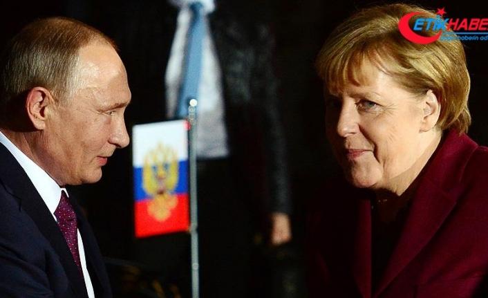 Putin ile Merkel Suriye'yi görüştü