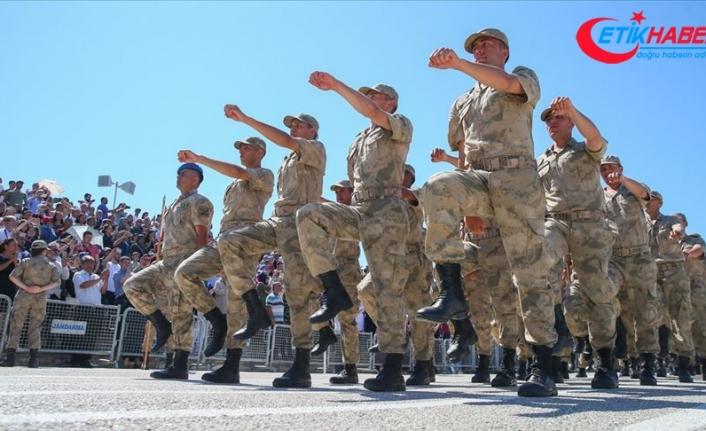 Terhisi bekleyen askerler heyecanlı