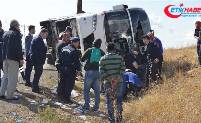 Tur otobüsü devrildi: 1 ölü, 30 yaralı