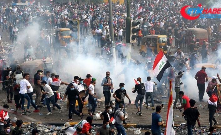 Irak'taki göstericiler ülkenin en önemli petrol kuyusunun yolunu kapattı