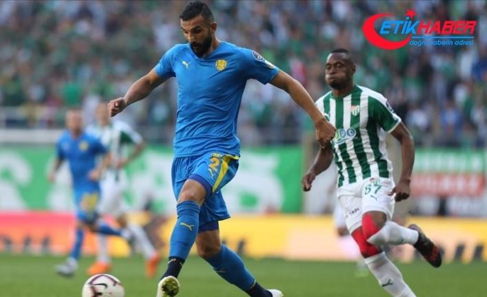 Yalçın Ayhan, profesyonel futbol hayatını sonlandırdı