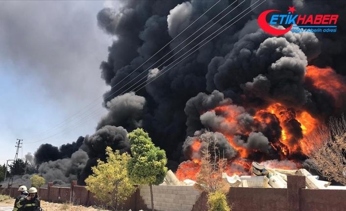 Gaziantep'te depoda çıkan yangına müdahale ediliyor